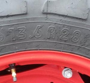 Marquage-pneu-de-tracteur-en-pouces