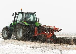 Tracteur-patinage-dans-la-neige