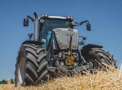 Pneu-agricole-VF-VT-tractor.jpg