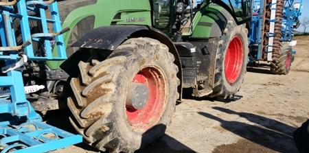 pese--lessieu-arrire-dun-tracteur.jpg