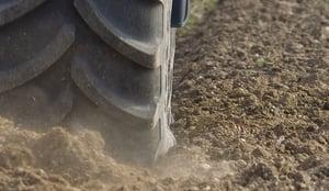 pneus-de-tracteur-pour-la-traction