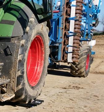 report-de-charge-sur-lessieu-arriere-du-tracteur.jpg